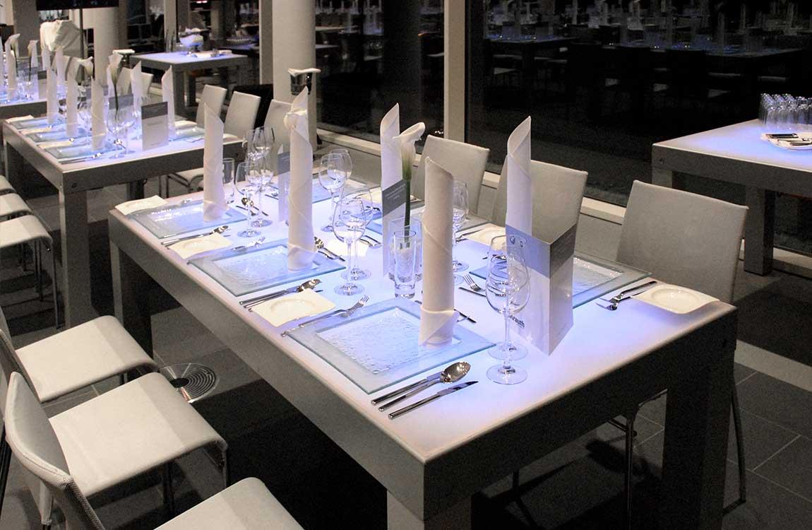 Puristische Tischdekoration