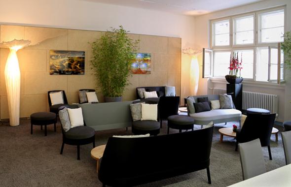 Pflanzen und Gesteck zur Bessy Lounge – Floristik Raumdekoration Hafenwerk
