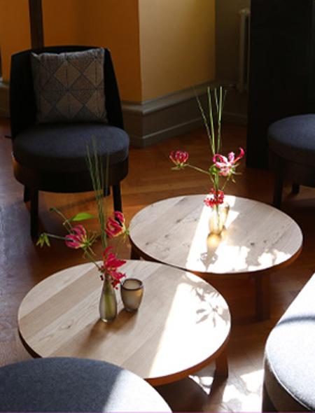 Runder Lounge Tisch in natur
