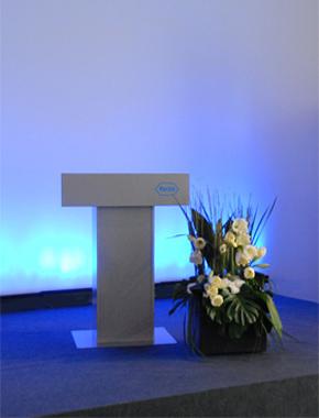 Blumen Arrangement – Floristik Bühnendekoration Hafenwerk