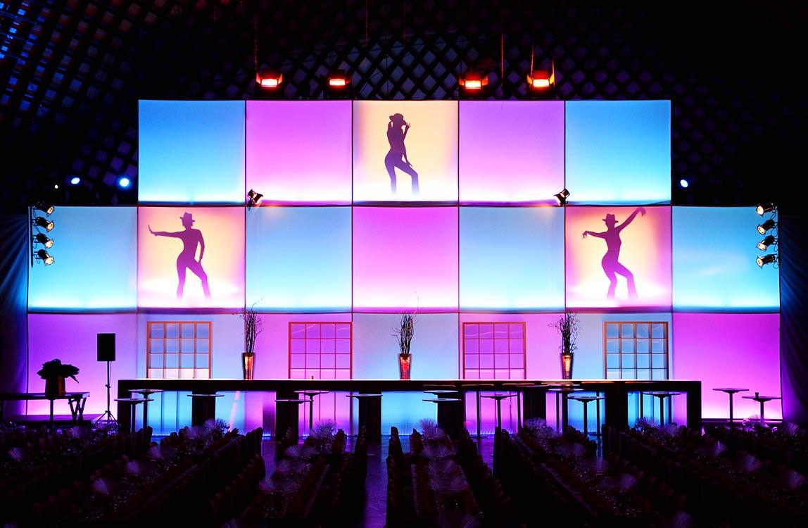 Leuchtwand – Bühnendekoration Hafenwerk