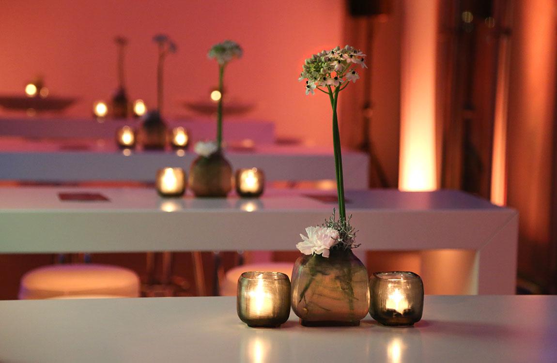Moderne Vasen und Teelichter – Floristik Dekoration Hafenwerk