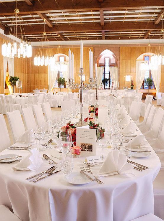 Gala mit eleganten Tafeln