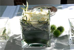Rosen in Glaskuben – Tischdekoration Hafenwerk