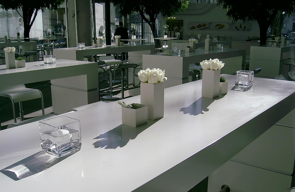 Eckige weiße Vase – Floristik Dekoration Hafenwerk
