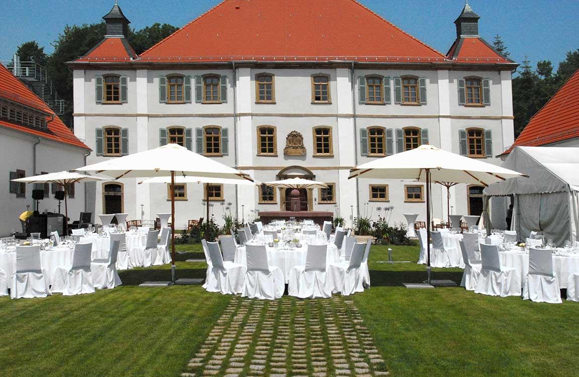 Hochzeit im Schlosspark mit Open Air Dinner