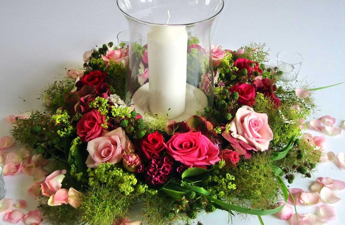 Kranz mit Rosen und Windlicht