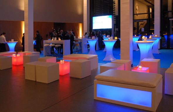 Lounge Würfel Licht Hafenwerk