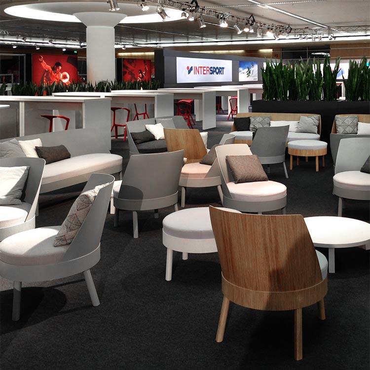 Lounge und Hochtische kombiniert