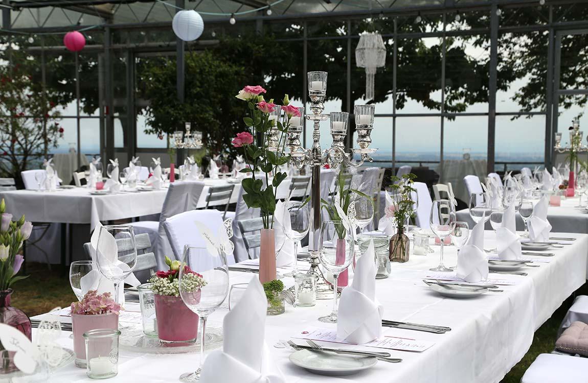 Sommerliche Hochzeitstafel