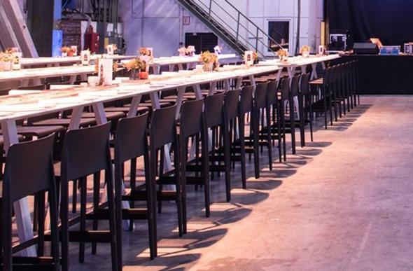Volt Stuhl und VAU Tisch