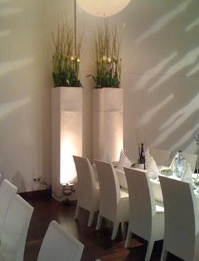 Weiße Säulen – Schloss Raumdekoration Hafenwerk