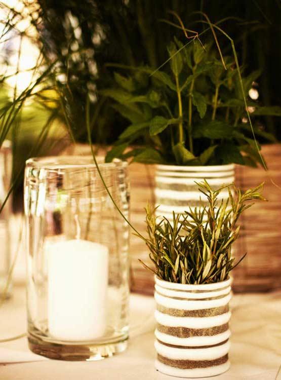 Glasvasen als Windlicht und mit Gräsern