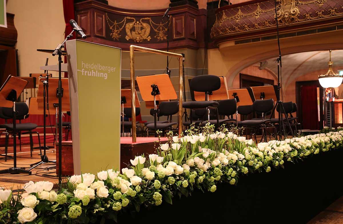 Florale Bühnenkante – Heidelberger Frühling