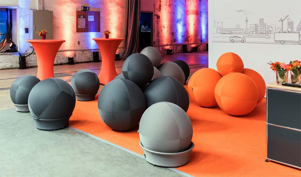 LINA Lounge – Bälle und Moleküle