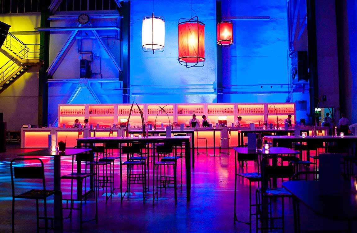 Lange Bar und Lampion Lampen